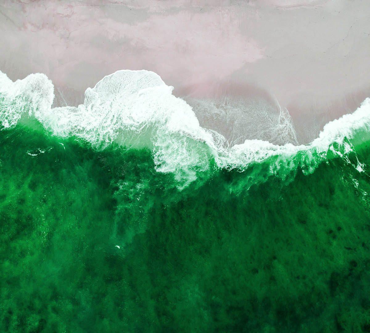 ocean colors - shifaaz shamoon - unsplash